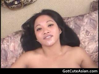 Sexy Filipino Loni Giving A Sexy Oral Job