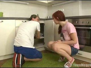 Taming a putė į the virtuvė