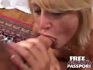 Excited rubia guarra stacy thorn licking y chupando un