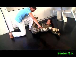 ألياف لدنة gymnast في سن المراهقة loves passive جنس stretching