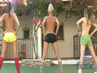Trio desnudo lezzies fabricación aeróbic