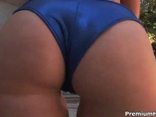 Cami smalls tregon të saj e mrekullueshme bythë dhe anale fucked