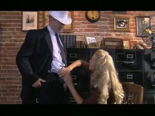 Ýigrenji blond cassie young receives down sordyrmak sik before slipping it up gash