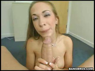 Laukinis blondinė porno žvaigždė jamie elle swallowing a mbootyive meat bone