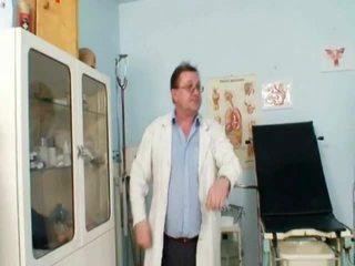 Viktorie Kinky Gyno Gash Speculum Scrutiny By Mature Doctor