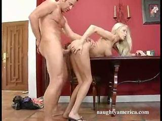 Sizzling putih perempuan cassie muda gets sebuah kaya load dari mani di dia mulut