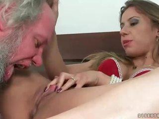 Дівчина punishing і трахання a дідусь