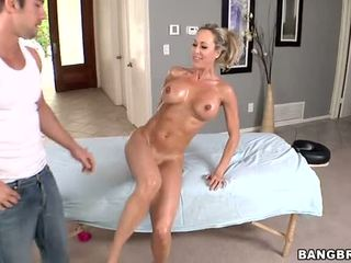 Hot MILF Gets A Pussy Massage Before Sex Video