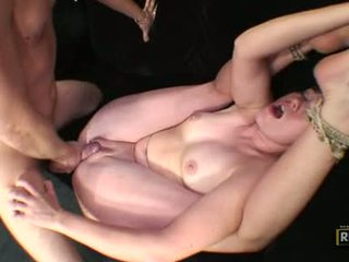 Après une flexible baise, tatum bailey gets une grand rod wanked sur son visage