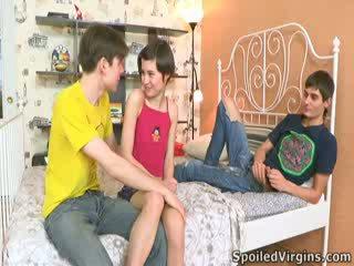 Martina isn't ganske sikker hvordan things are going til gå, men hun knows she's going til miste henne virginity