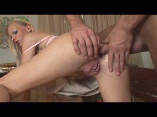 Gitta blond recieves a čerstvý sperma na ju ústa po getting cvičené na ju a gap