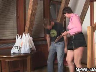 Arrapato bruna madre in legge wants suo cazzo