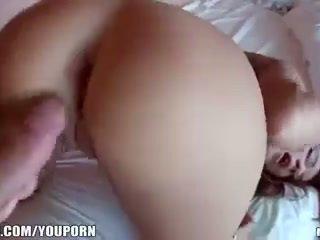 Adolescenta amator rissa maxxx este inpulit în stramt roz fund