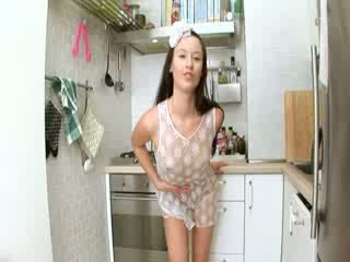 Evelina modèles cuisine foutre sur la unité