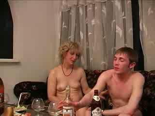 drucken, mammor och pojkar, särskilt allvarliga
