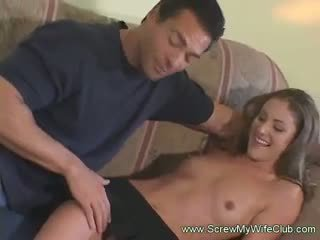 Simpatiska un vājas sieva throat fucked un screwed