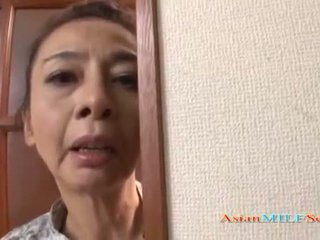 Zralý asijské žena v a řemen sucks a čurák