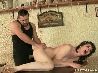 Panas nenek enjoys teruk seks