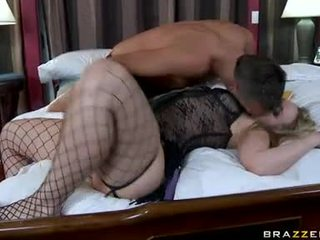 Duży butted alexis texas slurps na jej husbands pecker