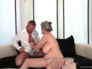 ボインの おばあちゃん enjoys ホット セックス とともに 彼女の boyfriend