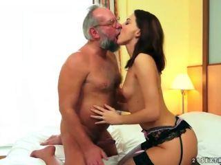 Гарненька підліток насолоджуйтесь секс з дідусь