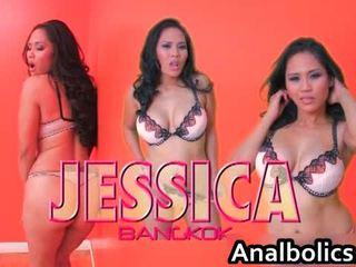 Asiatisk lesbisk par kiss og vis av