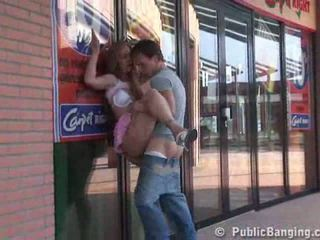 Having bayan outside the supermarket video