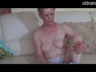 Solo grubaska babcia masturbate