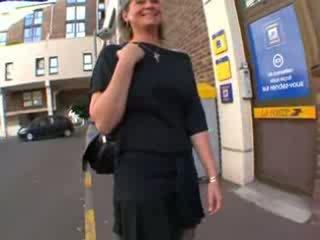Coralie frans rijpere in kniekousen, anaal geneukt
