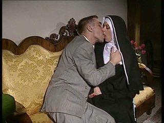 Schüchtern nonne gets sie arsch gefickt und gesicht spermed