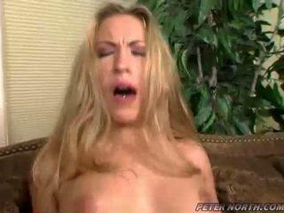 Jaime elle pounded трудно на а кафяв daybed