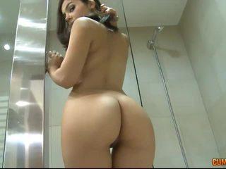 Valentina nappi đầu tiên ass