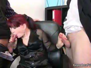Caliente negocios dama takes two dicks