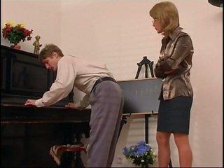 이전 피아노 선생 dominates 그녀의 학생