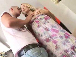 Bela jovem grávida having fodido alluring difícil