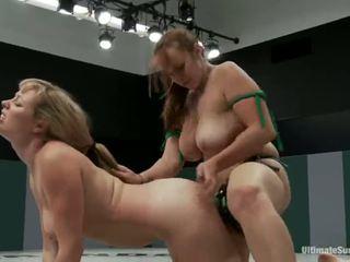 Adrianna nicole и bella rossi играя секс игра xxx игра заедно заедно с а колан с пенис вместо на борба