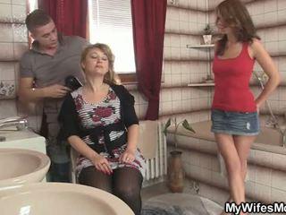 Của anh ấy vợ leaves và anh ấy bangs cô ấy nóng mẹ