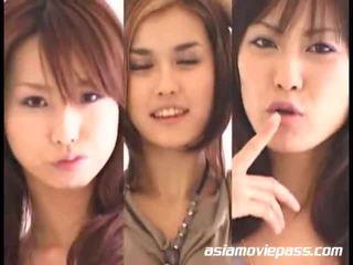 아시아의 소녀 swallowing semen