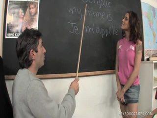 Merry brunett studenten bangs läraren