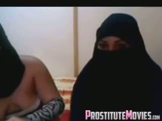 Two arab sexy mädchen auf webkamera