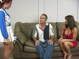 ناضج زوجان ضربة على الردف شاق أحمر الشعر في سن المراهقة s الحمار في couch.f70