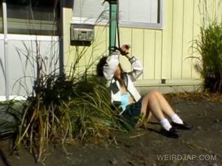 Asiatique écolière shows poilu minou