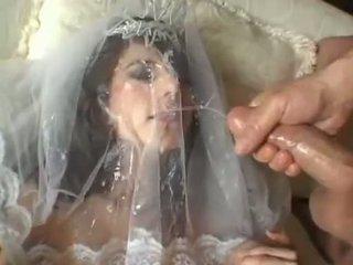 Caldi sposa jackie ashe takes un maggiore e disordinato facciale cumsplash