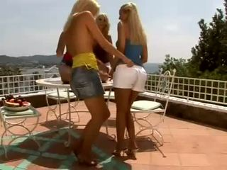 Rallig blondies sophie moone und girlfriends gets zu heiß bis griff outdoors