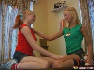 Giovanissima lesbica nymphs onto piscina tavolo