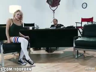 Fleksibel blond dancer mia malkova shows off her assets for a role