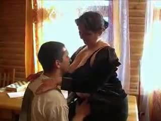 Зріла бабуся збуджена для the пеніс