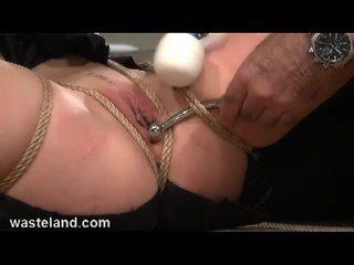 Cậu bé tóc nâu nô lệ bounded và toyed