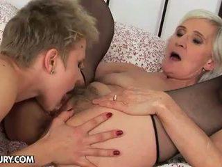Old in mlada lezbijke ljubezen: babi loves a dobra rit plugging