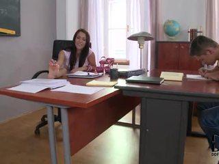 Fierbinte latina samia duarte's ciudatel studiu session în picior locuri de munca